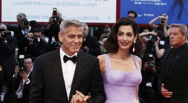 George Clooney e Amal donano 500 mila dollari a…