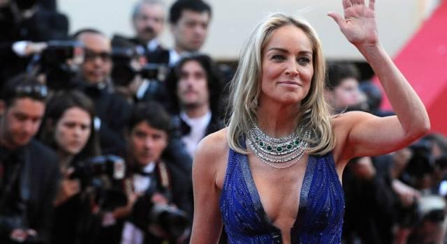 Sharon Stone: coccole al sole con il fidanzato
