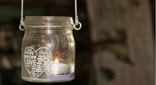 4 idee creative per riciclare i vasetti di vetro e di plastica