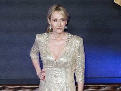 """Tutto su J. K. Rowling, dalla povertà al successo: tutta la storia della """"mamma"""" di Harry Potter"""