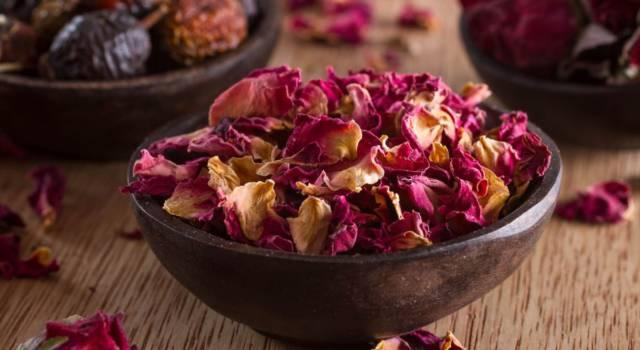Come realizzare un pot pourri con fiori secchi e oli profumati