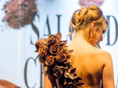 Sfilata Salon du Chocolat 2018: abiti di cioccolato ispirati alla Belle Epoque