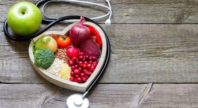 Ecco quali sono gli alimenti da evitare e da preferire per abbassare il colesterolo