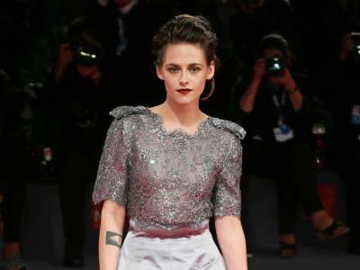 Kristen Stewart interpreta Lady Diana nel film Spencer