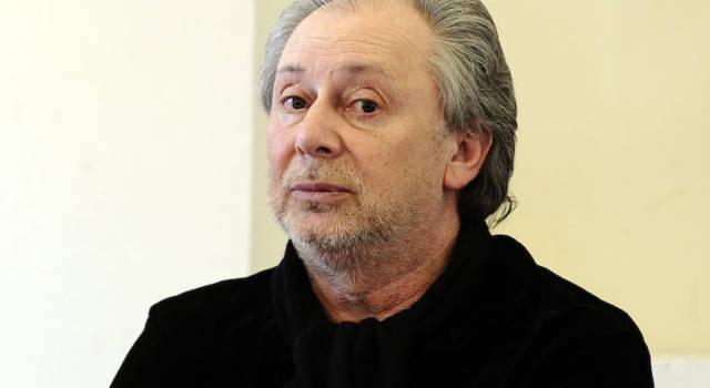 Lele Mora rapinato in un campo rom: bottino da 40 mila euro
