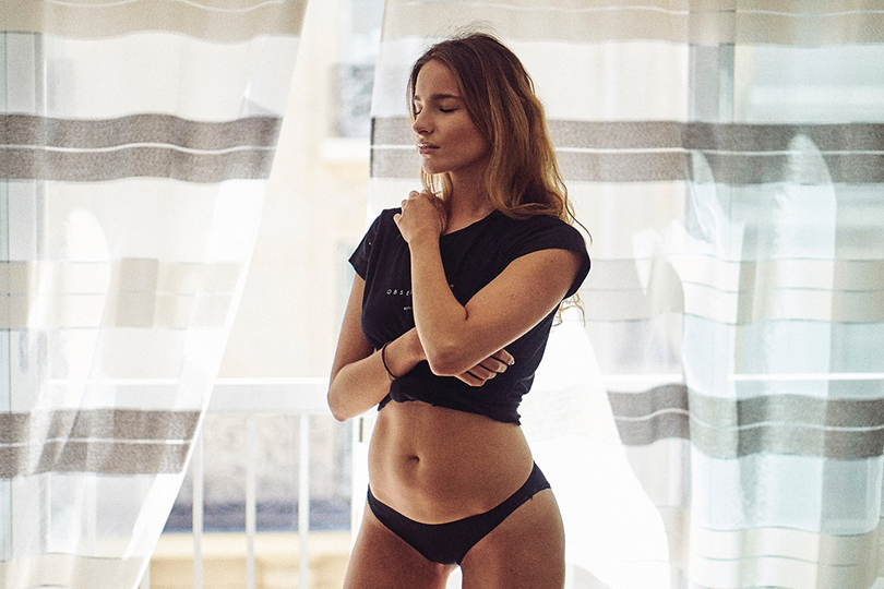 Donna in intimo