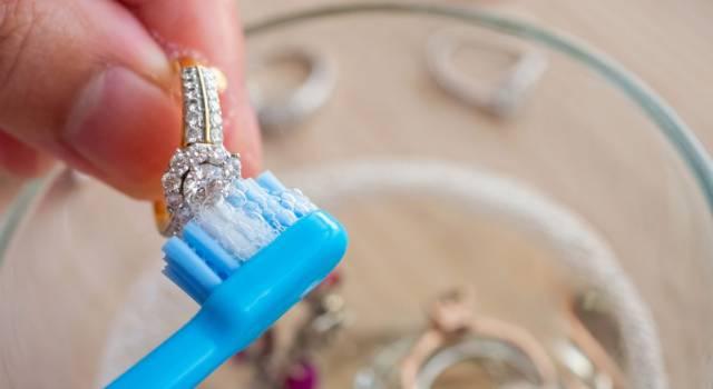 Oro e argento scintillanti? Ecco i segreti per pulire i gioielli