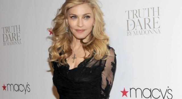 """Madonna, la denuncia per il fotoritocco: """"Ha rubato il mio corpo per lanciare un album"""""""