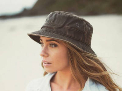 Bucket hat: la tendenza che sta conquistando le fashion addicted!