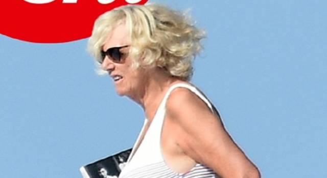 Camilla shock: in vacanza senza Carlo, fa infuriare la casa Reale…