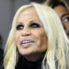 Versace sfila a porta chiuse: la lettera aperta di Donatella!