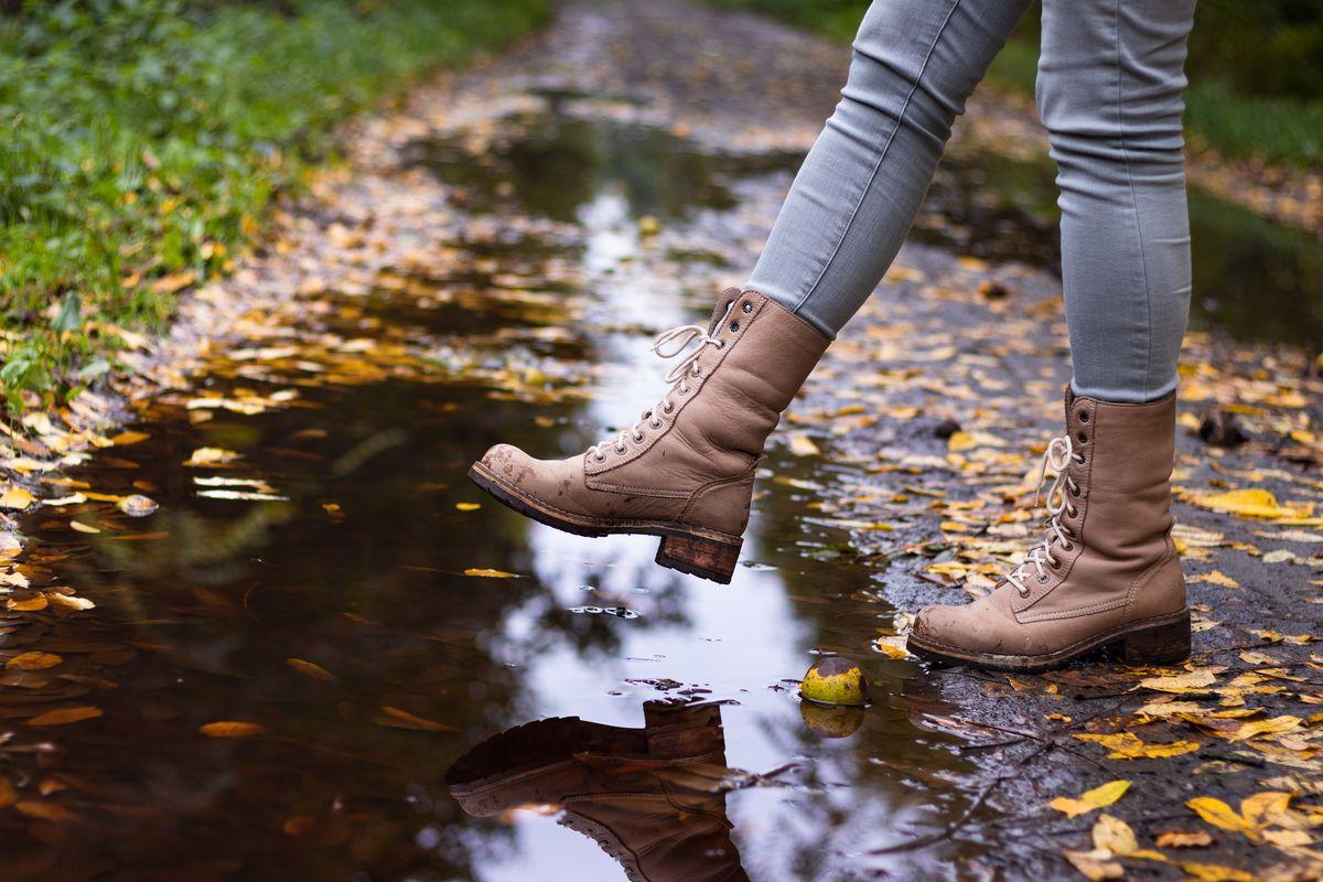 Scarpe in pelle e acqua