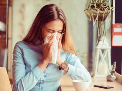 Rinite allergica: come combatterla con i rimedi naturali