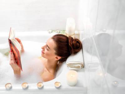 Il bagno caldo è un toccasana per il corpo e la mente (fa anche dimagrire!)