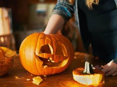 È tempo di decorare la zucca di Halloween! Ecco come farlo (in modo facilissimo)