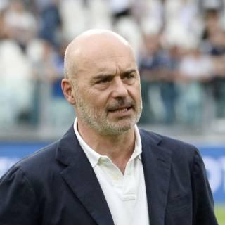 Luca Zingaretti cambia look e diventa… capellone!