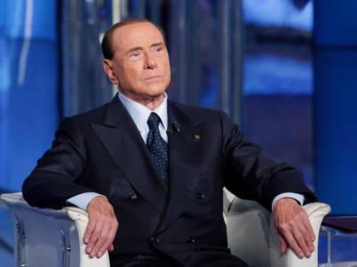 """Silvio Berlusconi: """"Vi devo lasciare perché devo andare a putt…"""". Tifosi impietriti"""