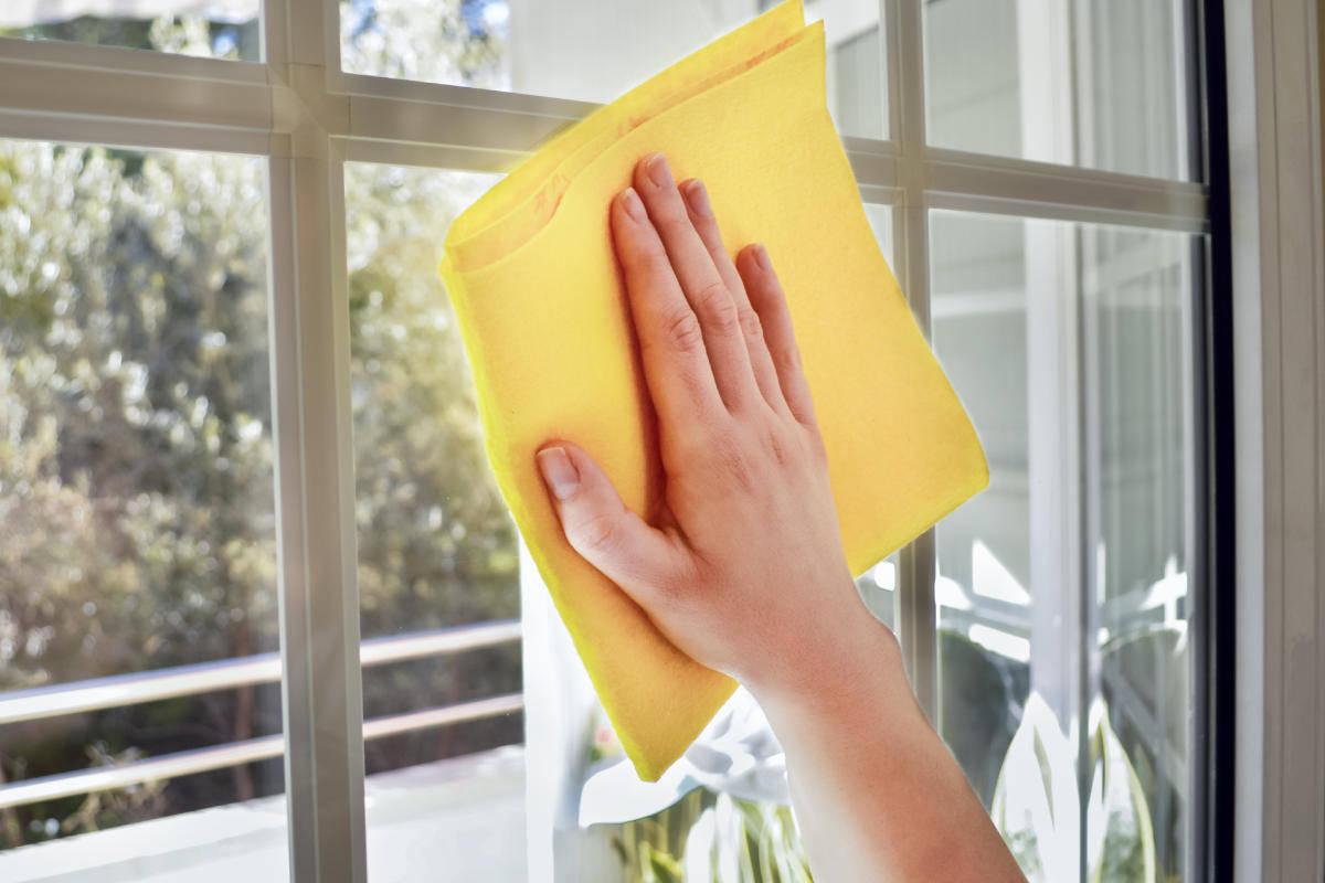 Pulire i vetri (senza aloni)