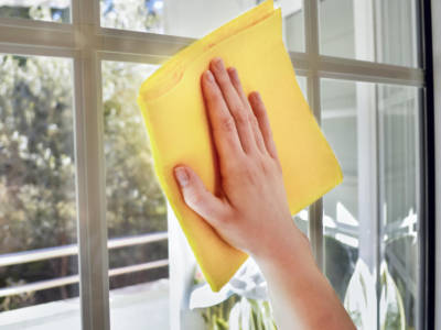 Pulire i vetri: con acqua e ammoniaca come si procede?