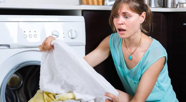 Come togliere le macchie di olio dai vestiti: i rimedi infallibili