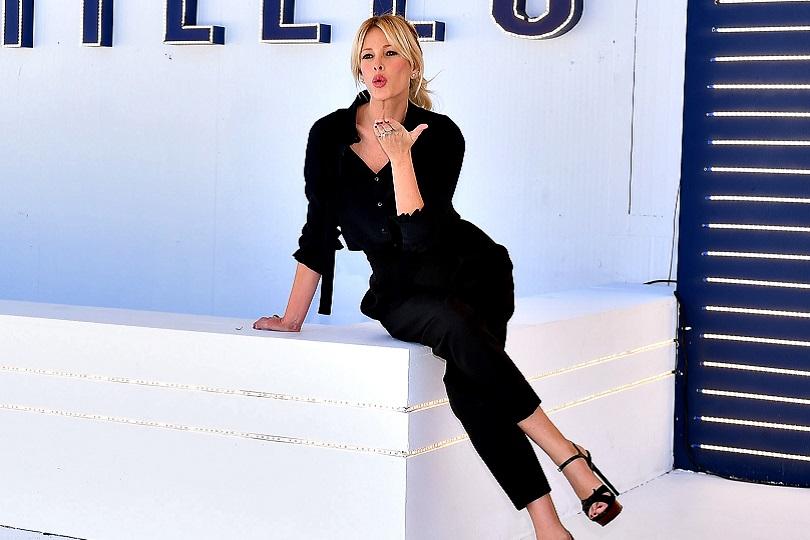 Alessia Marcuzzi si scusa in diretta con Riccardo Fogli