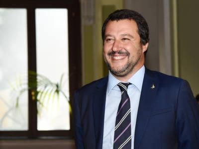 Tutto sul leader politico Matteo Salvini: dalla fidanzata giovanissima, a…