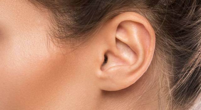 Male alle orecchie? Scopriamo se è otite, i sintomi e i rimedi