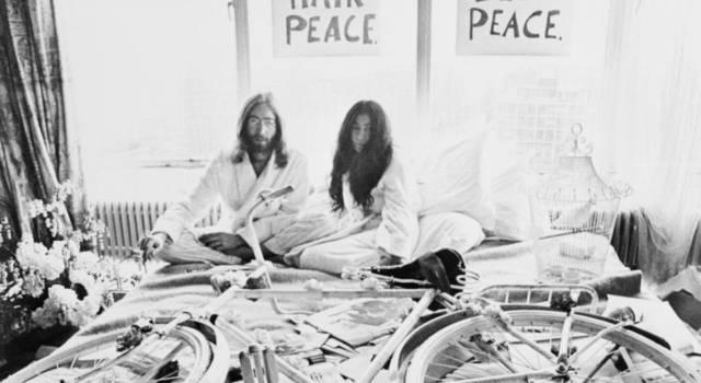 """""""Non ci sono problemi, solo soluzioni"""": tutte le frasi più belle di John Lennon"""