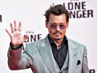 """Johnny Depp e la confessione shock: """"Lo faccio da quando ero piccolo"""""""