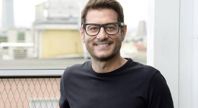 Enrico Papi: 5 curiosità sul conduttore televisivo e sulla sua vita privata!