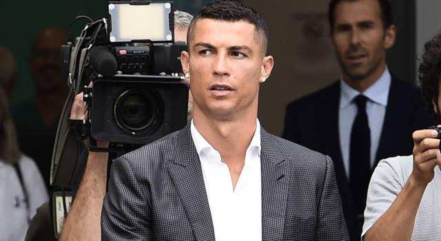 """Cristiano Ronaldo: """"Kathryn Mayorga chiede 65 milioni di euro di danni"""""""