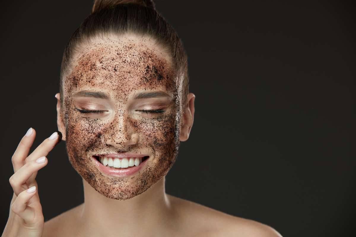 Non appropriato politico divertimento  Scrub viso: prodotti migliori, come farlo in casa e come usarlo