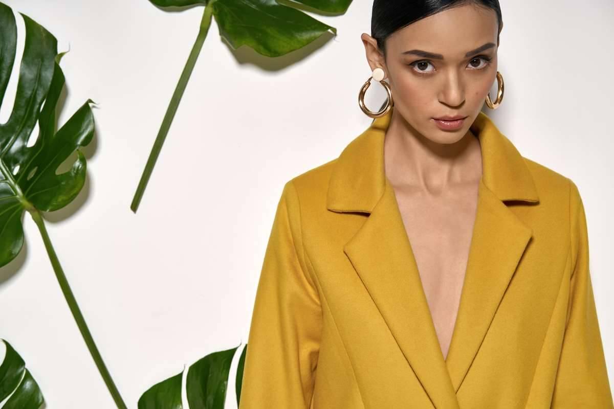 Cappotto giallo senape