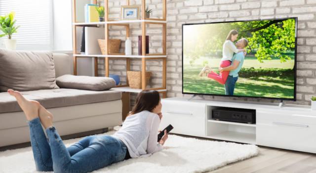 Pulire la tv al meglio con i segreti e i consigli della nonna