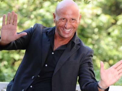 Dalle esibizioni in piazza al successo in televisione: ecco chi è l'imitatore David Pratelli!