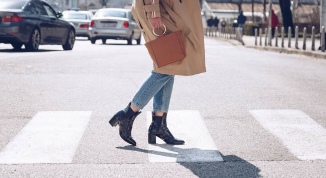 Indossare i jeans con stile e raffinatezza: ecco come abbinarli