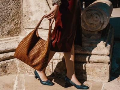 Look anni '90: il ritorno della scarpa con la punta quadrata