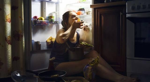 I 7 cibi da evitare prima di dormire: l'insonnia si cura… dal carrello della spesa