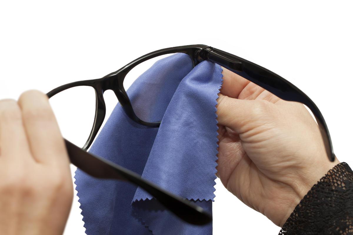 Pulire gli occhiali