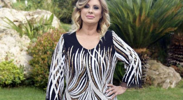 Tina Cipollari: gli amori, i gossip e la vita privata