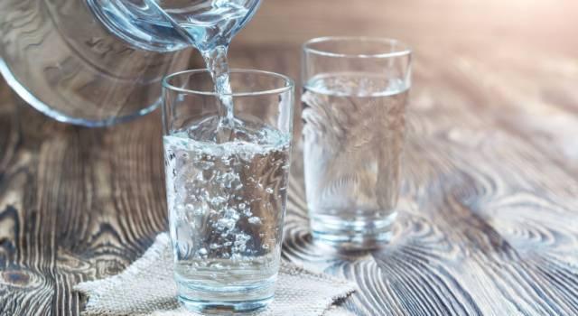 Come bere più acqua durante la giornata: i consigli per farlo senza troppa fatica