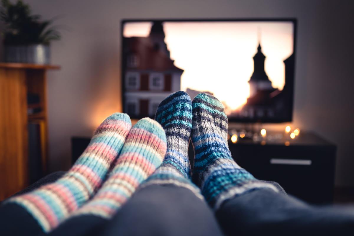 Coppia guarda la tv