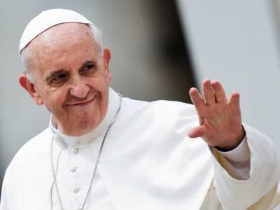 Papa Francesco, il like alla modella brasiliana: indagine in Vaticano
