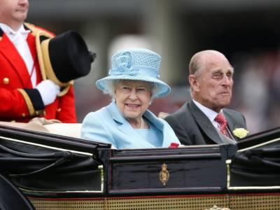 La principessa Anna ha insegnato alla regina Elisabetta come usare Zoom