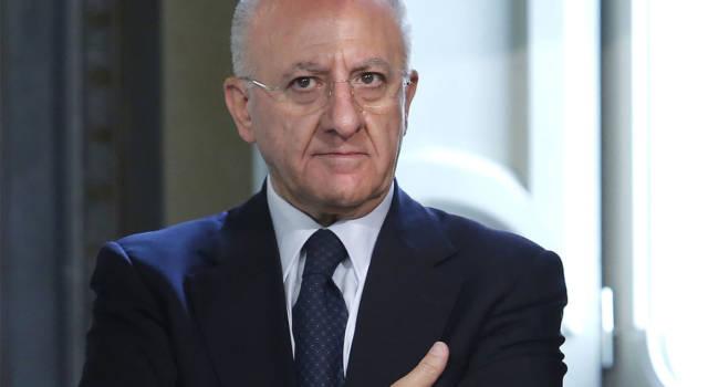 Chi è Vincenzo De Luca, il presidente della Campania che ha 'stregato' Naomi Campbell