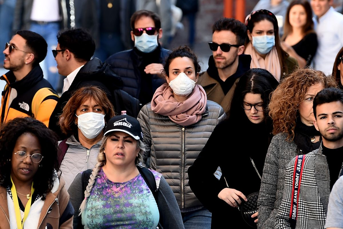 Persone allarme coronavirus