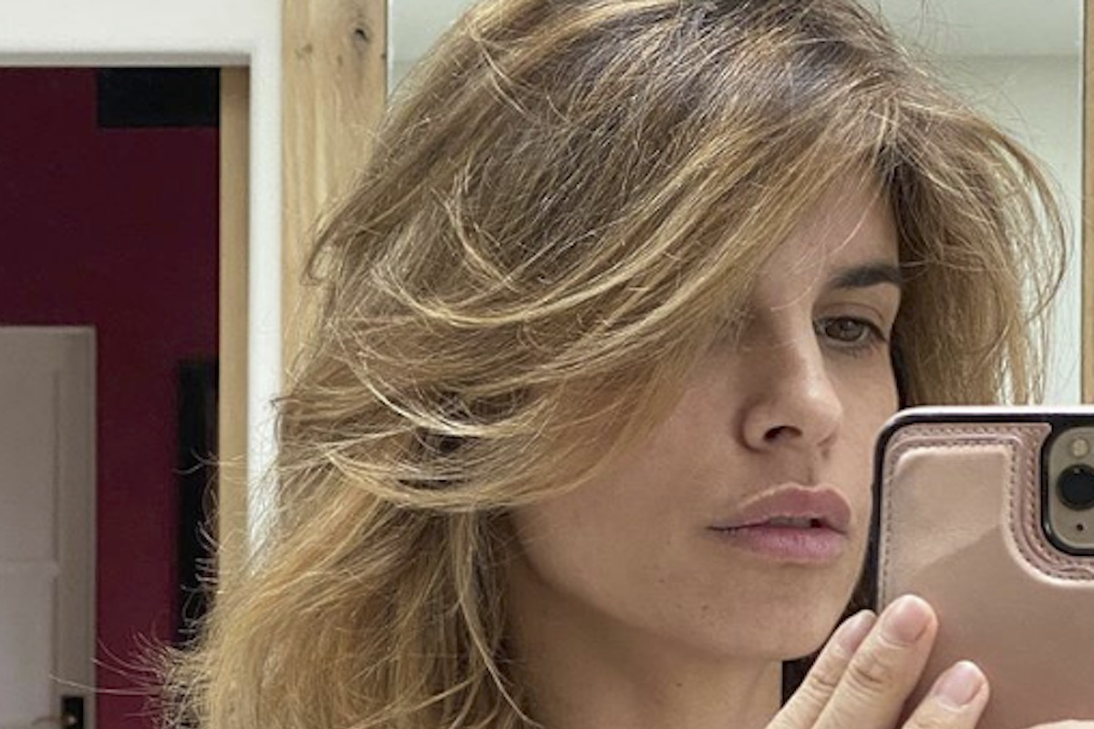 Elisabetta Canalis nuda allo specchio: il particolare non sfugge