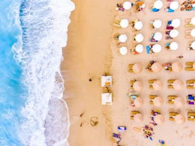 """Coronavirus, il distanziamento in spiaggia non c'è. Gli esperti: """"Così non va"""""""