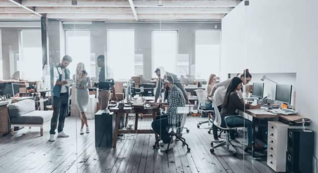 In ufficio imprechiamo 55 volte a settimana: lo conferma un recente studio