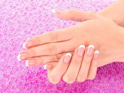 French manicure fai da te: come farla in pochi e semplici passaggi